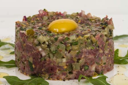 steak tartare: steak tartare with egg