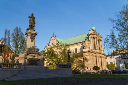 neocl�sico: Varsovia, Polonia - Carmelita Iglesia en la famosa calle Krakowskie Przedmiescie. Arquitectura neocl�sica.