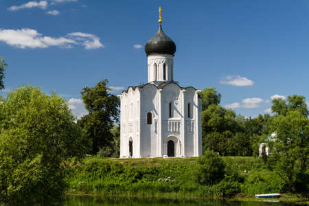 nerl river: Church of the Intercession on the River Nerl Stock Photo
