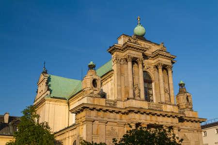 krakowskie przedmiescie: Warsaw, Poland - Carmelite church at famous Krakowskie Przedmiescie street  Neoclassical architecture