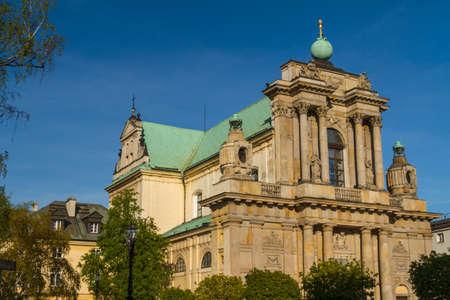 neocl�sico: Varsovia, Polonia - Carmelo iglesia en la famosa calle Krakowskie Przedmiescie. Arquitectura neocl�sica.