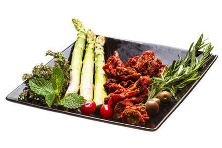 domates: Dried tomato with asparagus and herbs