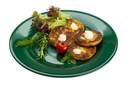 papas doradas: Croquetas de patata con hierbas en la placa