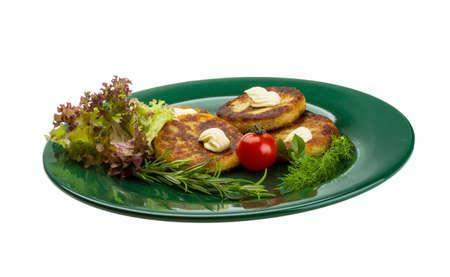 hash browns: Patate schiacciate con erbe sul piatto Archivio Fotografico
