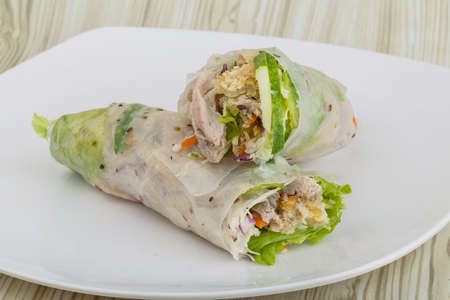 goi: Vietnamese spring roll with pork, shrimp and vegetables