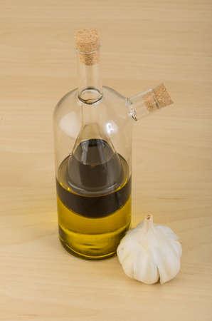 botle: Vinegar ond olive oil in one botle with garlik