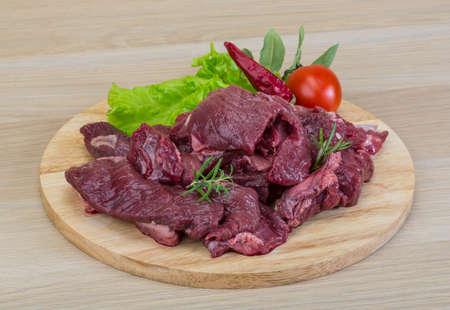 Raw wilden Hirschfleisch - bereit für das Kochen Standard-Bild - 37908689