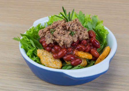ruccola: Tuna salad with beans, ruccola and croutons