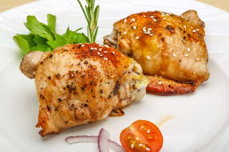thighs: Pollo asado muslos con hierbas y especias
