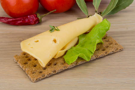 crispbread: Crispbread with cheddar cheese and salad leaves