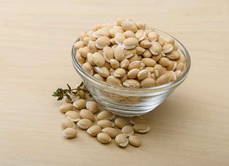 borlotti beans: White Dry beans on the glass bowl