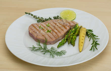 tuna fillet: Grilled Tuna steak with asparagus and roseary