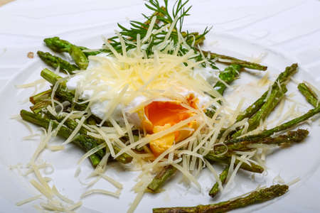 Parmesan: Benedict egg with grilled asparagus and parmesan Stock Photo