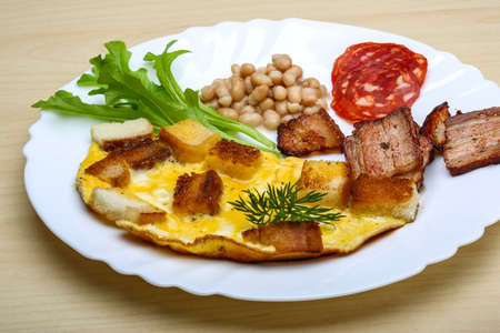 eggs and bacon: Breakfast with eggs, bacon, sausages and beans