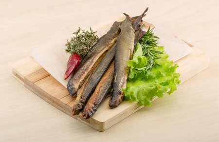 manjar: Smoked Lamprey - seafood delicacy with salad and herbs Foto de archivo