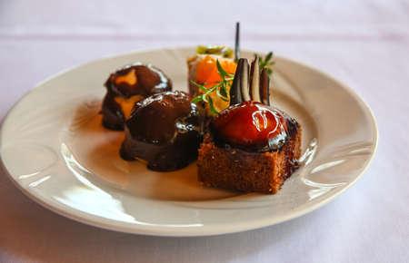 dessert plate: Piatto dessert - con bacche e miele