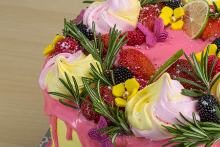 meringue: Cake with meringue and strawberries, lime, rosemary