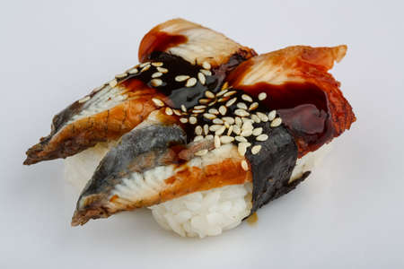 susi: Fresh cold Eel sushi with sesame seeds