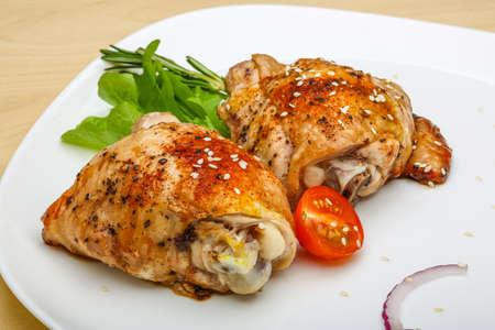 muslos: Pollo asado muslos con hierbas y especias