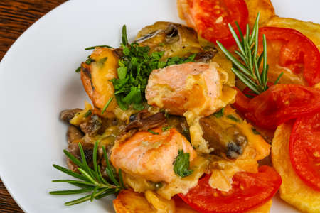 baked meat: Salmon with grilled vegetables, rosemary and cheese