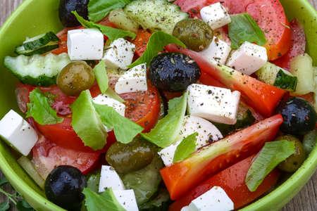 salad in plate: Ensalada griega con queso, tomate, pepino y aceitunas