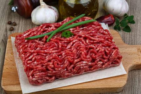 carne cruda: Raw carne de vacuno picada - listo para cocinar