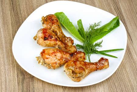 legs: Piernas de pollo a la plancha con semillas de sésamo, el eneldo y la cebolla verde