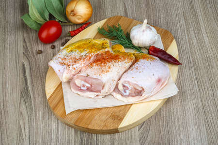 muslos: Raw chicken thighs with paprika, dill and garlik
