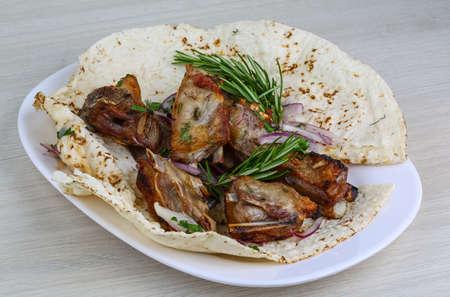 onion: Costillas de cordero a la plancha con cebolla, el romero y el pan
