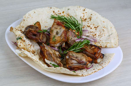 onion: Grilled lamb ribs with onion, rosemary and bread