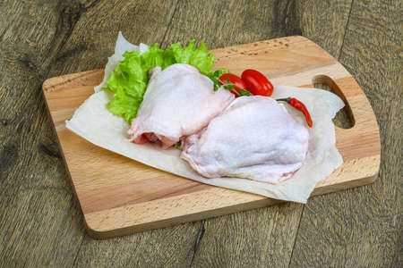 fat bird: Raw chicken legs meat with herbs and spices ready for cooking