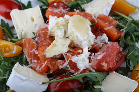 rucola: Salad with salmon, tomato, rucola and cheese
