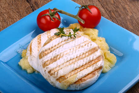 camembert: Grilled camembert with tomato and thyme