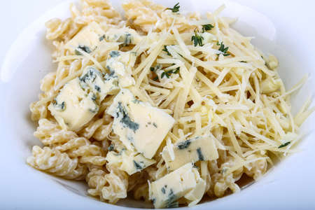 fussili: Pasta with cheese and thyme fussili