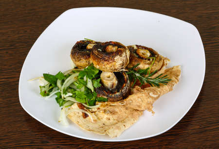 champignons: Baked champignons with rosemary and onion rings abd parsley