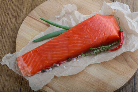 salt and pepper: Salmon fillet with salt, pepper and green onion