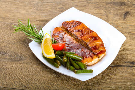 green bean: Grilled salmon with green beans and lemon