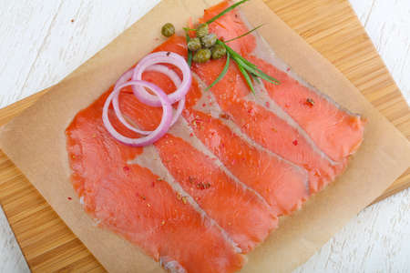 alcaparrones: Salted Sliced salmon with onion, terragon and capers