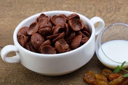 choco: Choco corn flakes with milk and raisin