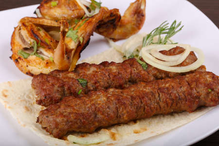 Beef kebab and grilled Quail with onion and parsley Zdjęcie Seryjne