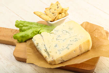 gorgonzola: Gorgonzola cheese slice with salad leaves over the wooden background