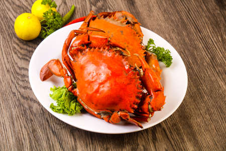 Boiled crab fresh and hot - delicous appetizer Archivio Fotografico