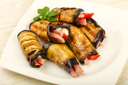 Stuffed eggplant with ham, cheese and pepper 版權商用圖片