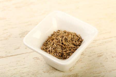 木製の背景をクミン種子ヒープ