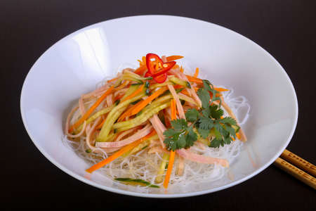 Salad vith noodle, bacon and vegetables