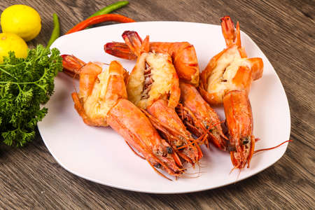 Grilled tiger prawn with lime juice and spices