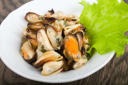 Pickled mussels with salad leaves