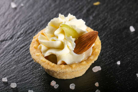 Tartlet with cheese cream and almond