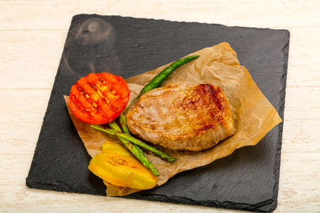 Grilled beef steak with asparagus, pepper and tomato