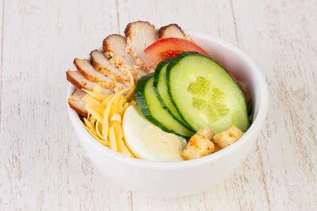 Caesar salad with smoked chicken breast Imagens